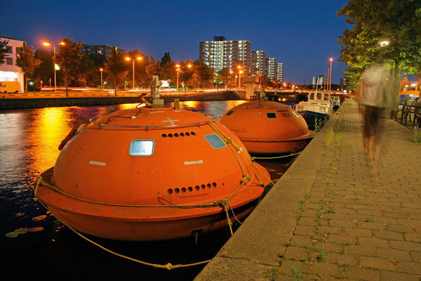 Weirdest Hotels around the world capsule-hotel-den-haag