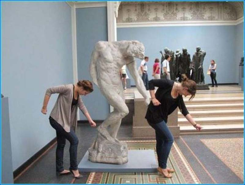 Pranks with Statues 11