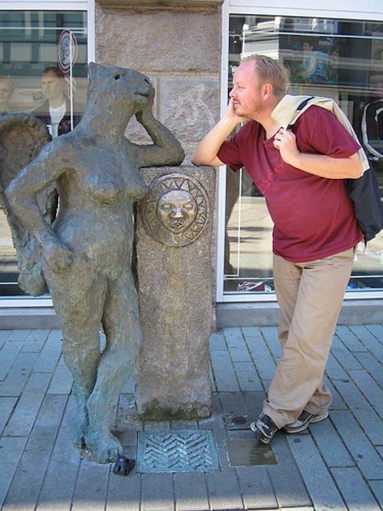 Pranks with Statues 19