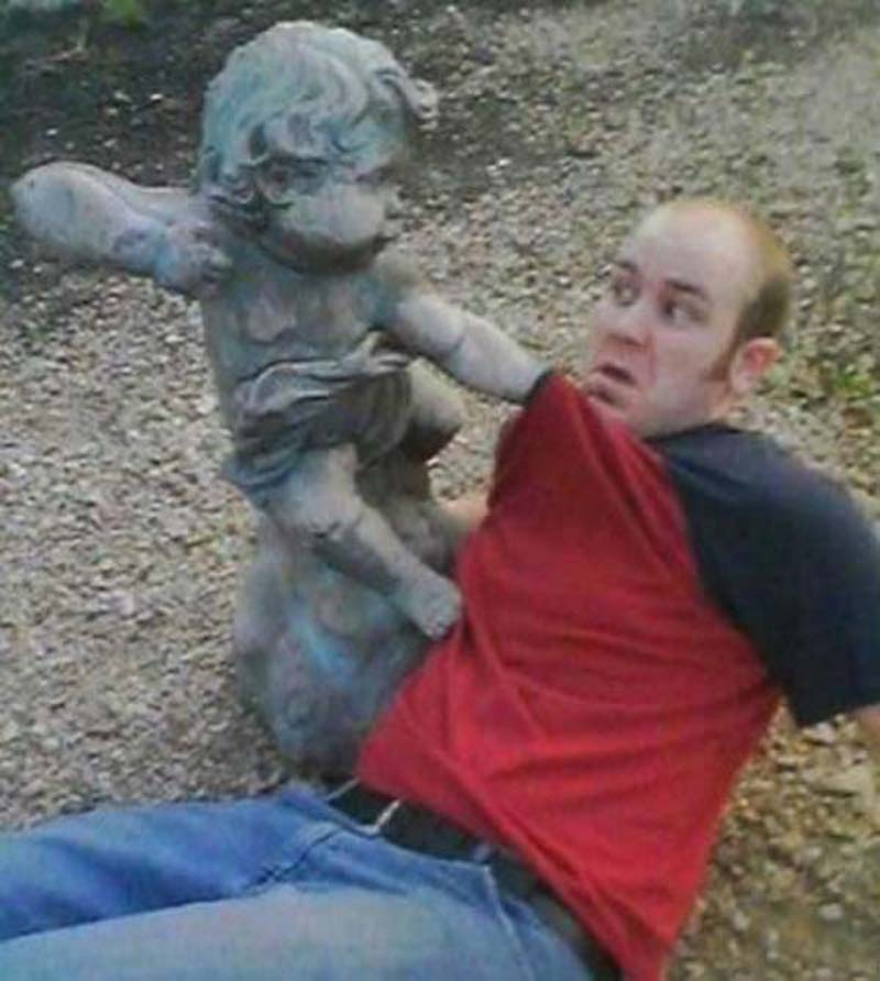 Pranks with Statues 9