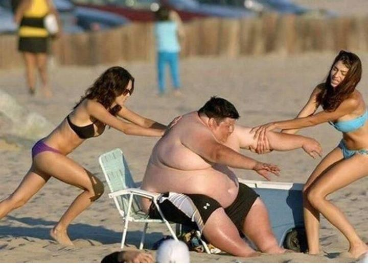 Funny pictures taken at the right time, on beach