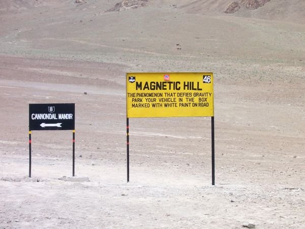 Crazy Places you won't believe exist - Magneti hill