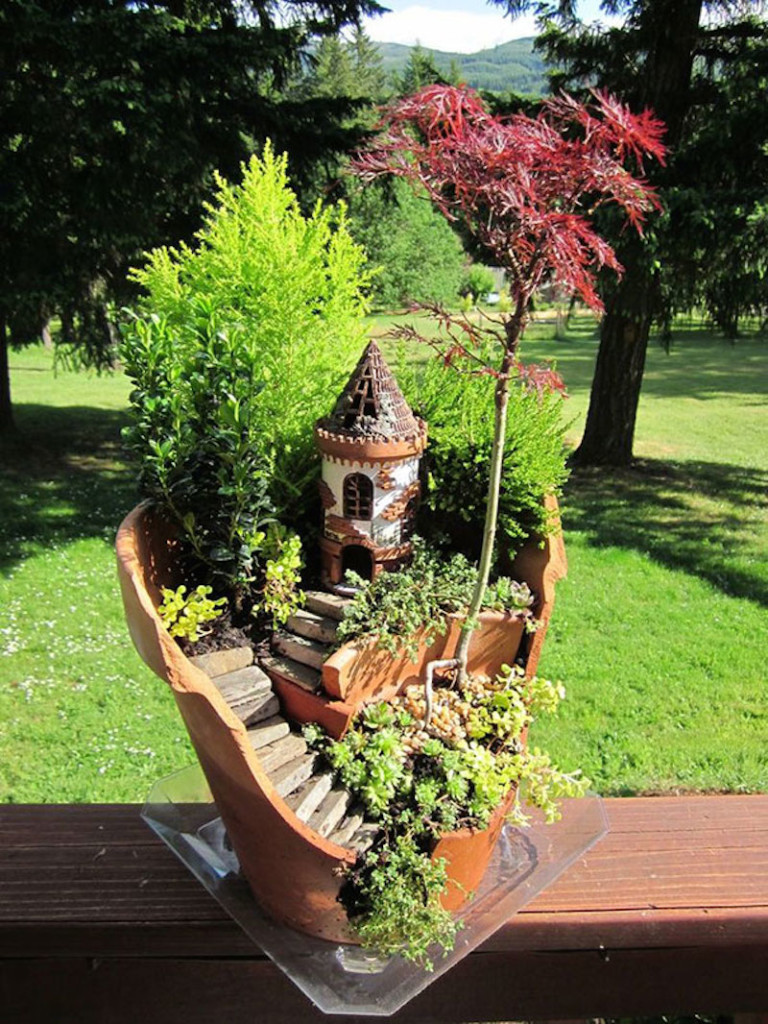 broken-pot-fairy-garden