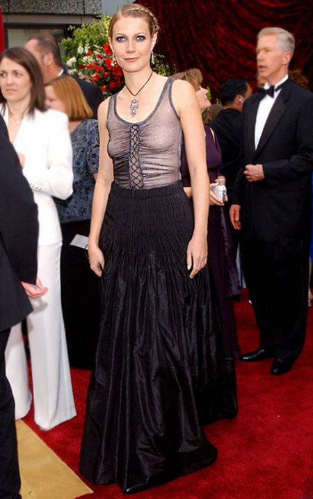 Gwyneth Paltrow at Oscars ceremony in 2002