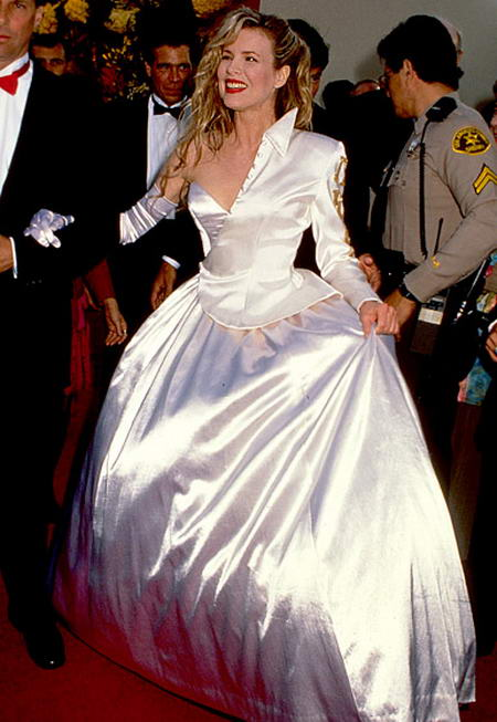 Kim-Basinger-1990, Awful dresses at Oscar Awards, Disgusting dresses wore by celebrities at Oscar Awards
