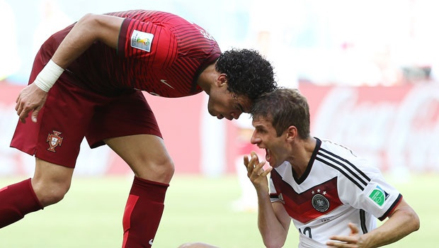 Pepe  headbutted muller