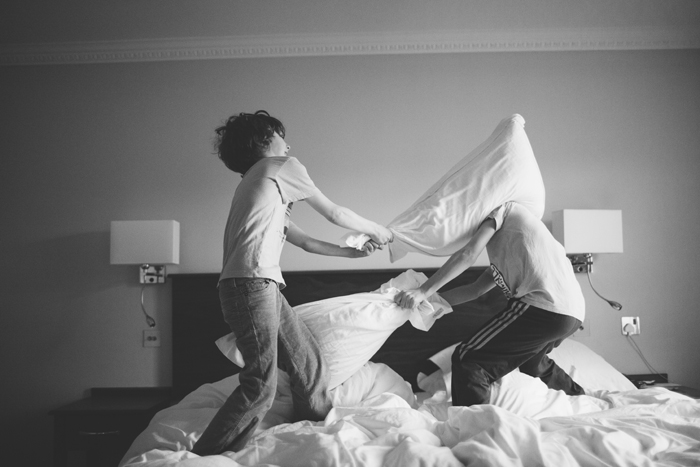 pillow fight, kids pillow fight, children