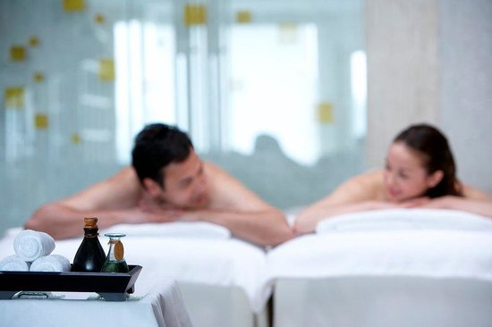 Unique Gifts for Newly Weds - Couple Spa