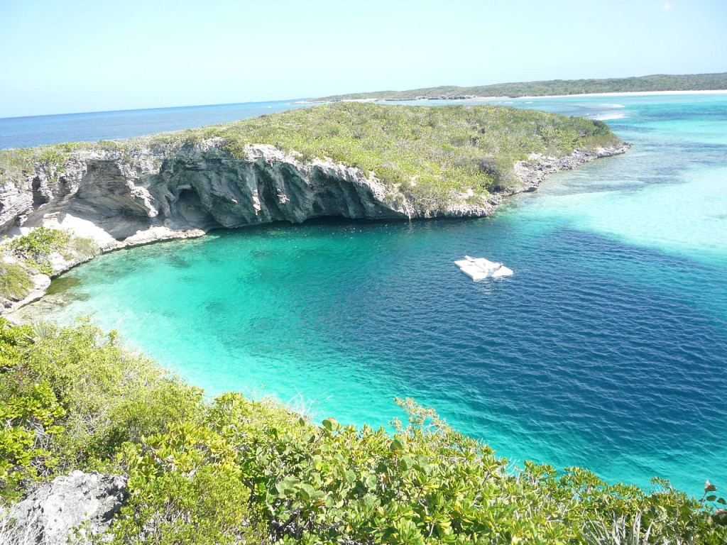 10 Largest Sinkholes Sucking The Earth - Dean's Blue Hole, Bahamas