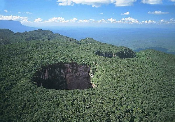 10 Largest Sinkholes Sucking The Earth - Sima Himboldt Venezuela