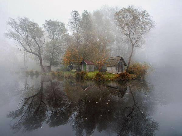 Mysterious & Abandoned Lake Village Of Hungary