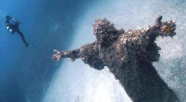 Jesus Statue Found Under The Sea Near Malta, Statue of Jesus under sea