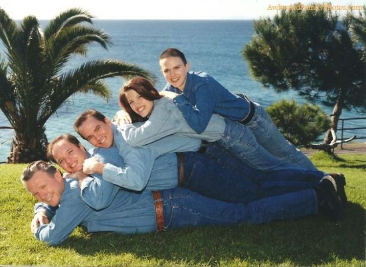 creepy family photographs, ugly family pictures, hilarious photographs, funny pictures, crazy family pictures