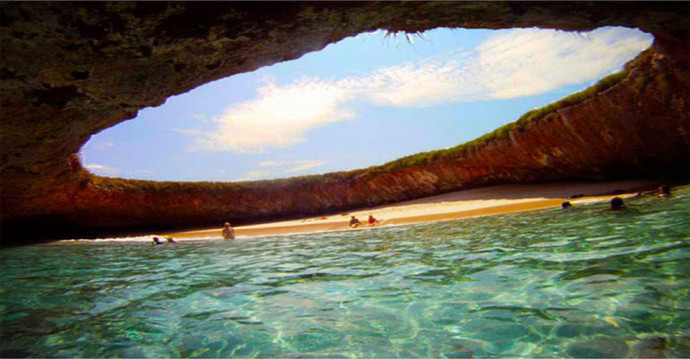 Strangest Places on Earth - Marieta Island's Hidden Beach