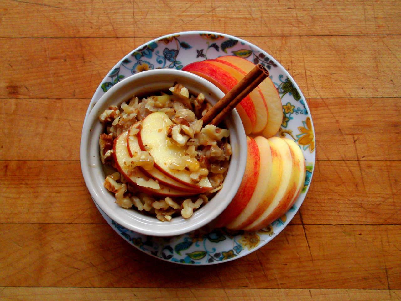 Snacks for weight loss - Apple chunks, chopped walnuts and cinnamon